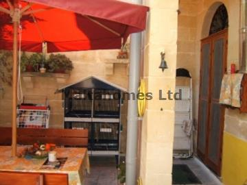 Town House in Luqa image 2